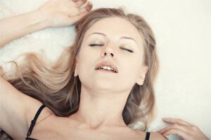 Frau hat A-Punkt-Orgasmus